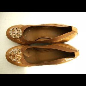 Tory Burch Caroline Wedge Sz 9 Tan Patent Leather